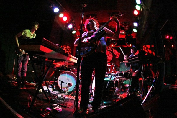 STRFKR performing at the Knitting Factory in 2008 | © Oliver Lopena