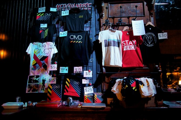 OMD/Diamond Rings merch | © Olivia Antsis